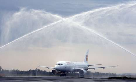 La estabilidad del primer vuelo a Madrid es motivo de preocupación para la ciudad.