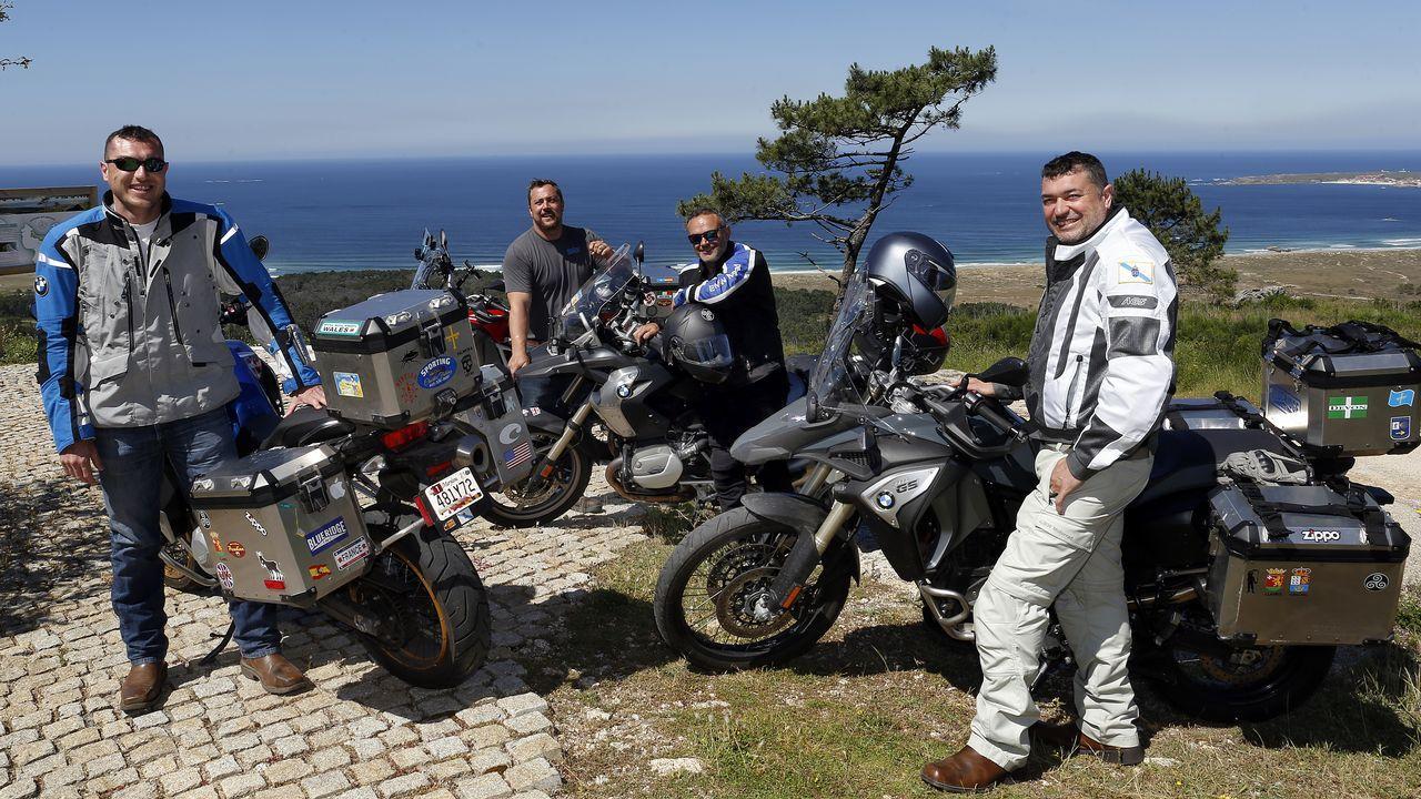 Cuatroribeirenses que viven en Washington llegaron en moto hasta Ribeira
