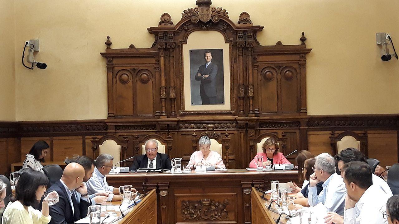 Asturias, «un pueblo roto por el dolor».Corporación gijonesa durante el Pleno Municipal de Gijón.