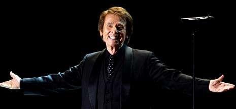 De no haberse suspendido, Primal Scream actuaría esta noche. Abajo Raphael en Vilagarcía.