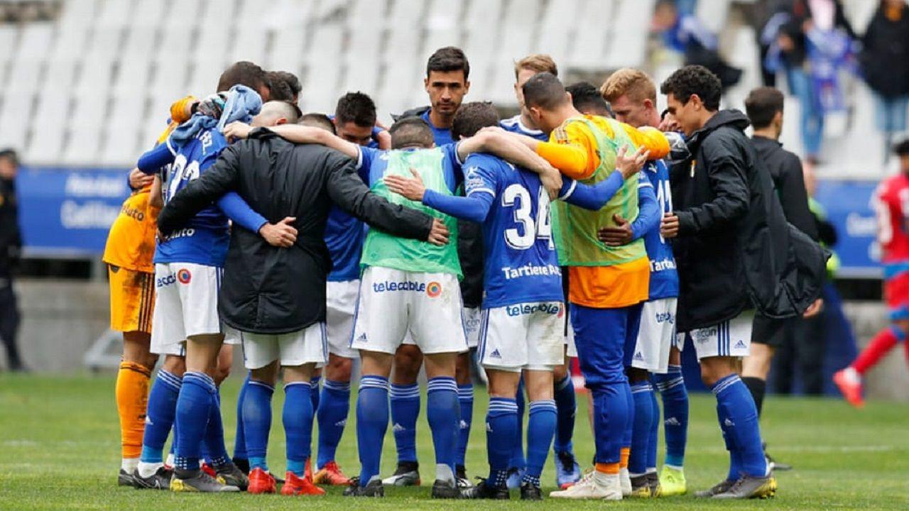 Los jugadores del Oviedo al final del partido ante el Numancia
