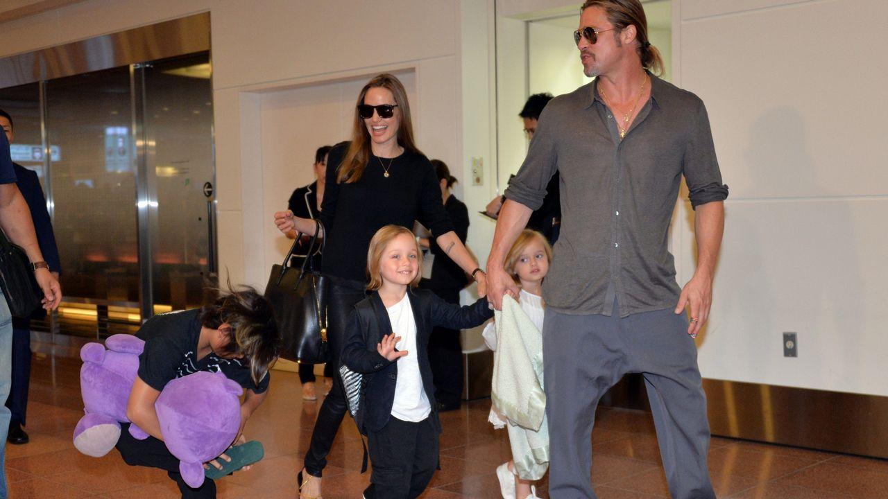 Angelina Jolie y Brad Pitt, con sus hijos