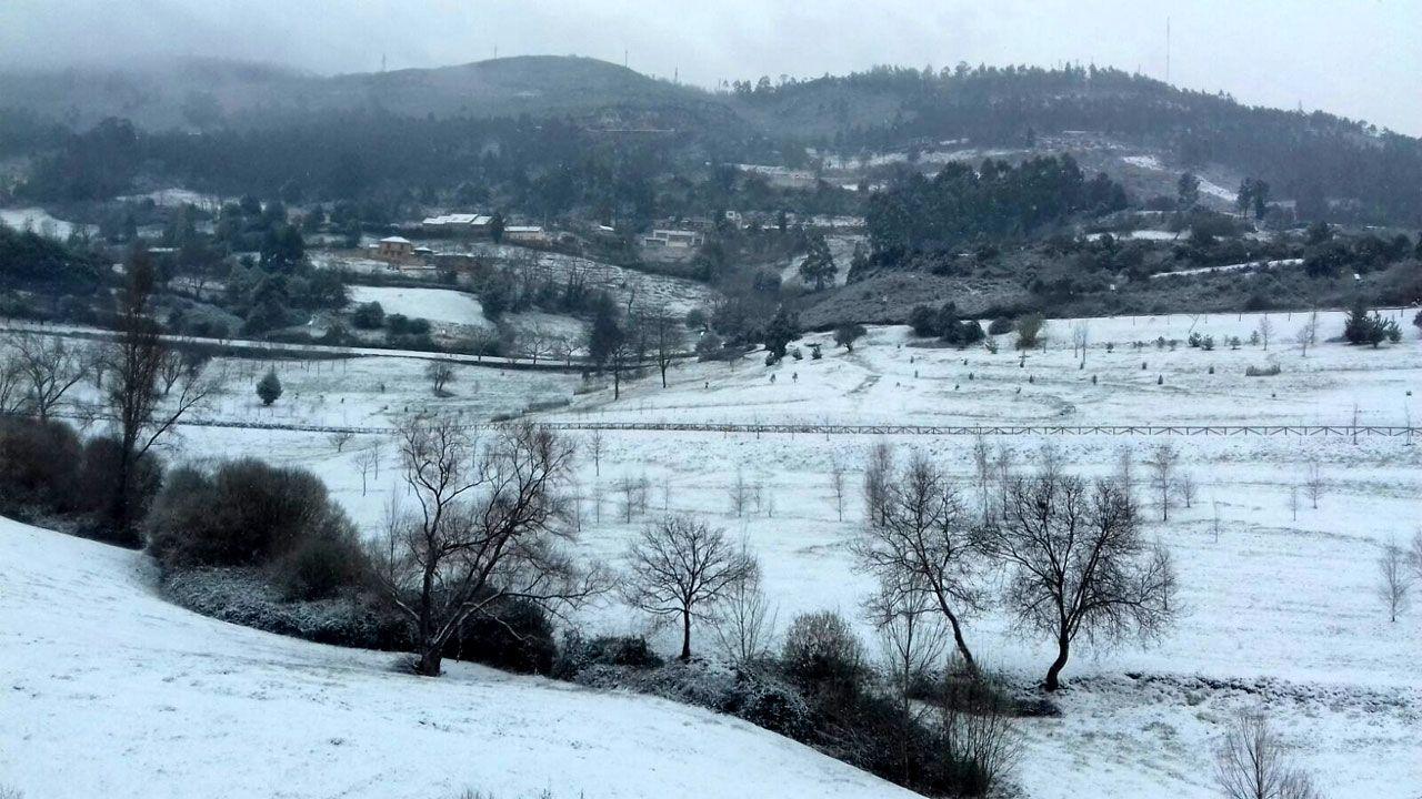 Nieve en Oviedo.Vista del Naranco nevado, en Oviedo
