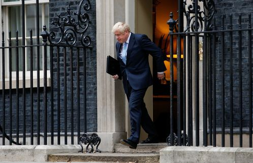 Boris Johnson sale de downing street