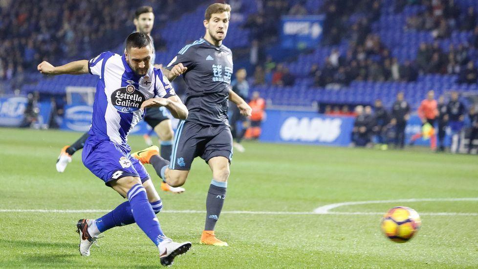 El Real Madrid-Deportivo, en fotos.El Dépor celebra uno de los goles en el Bernabéu