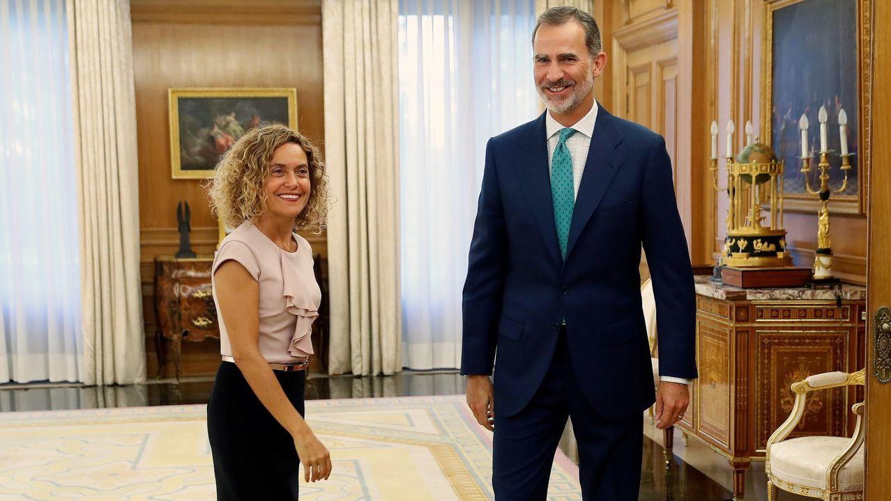 Crimen machista en Valga.El rey, la semana pasada, con la presidenta del Congreso de los Diputados, Meritxell Batet