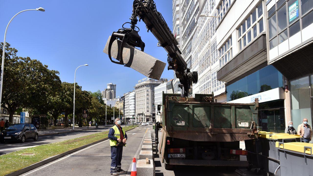 Ayer arrancó la demolición de una parte de la mediana próxima al cruce de la plaza de Mina, donde se hará la transición de cuatro carriles a dos de circulación para automóviles. César Quian