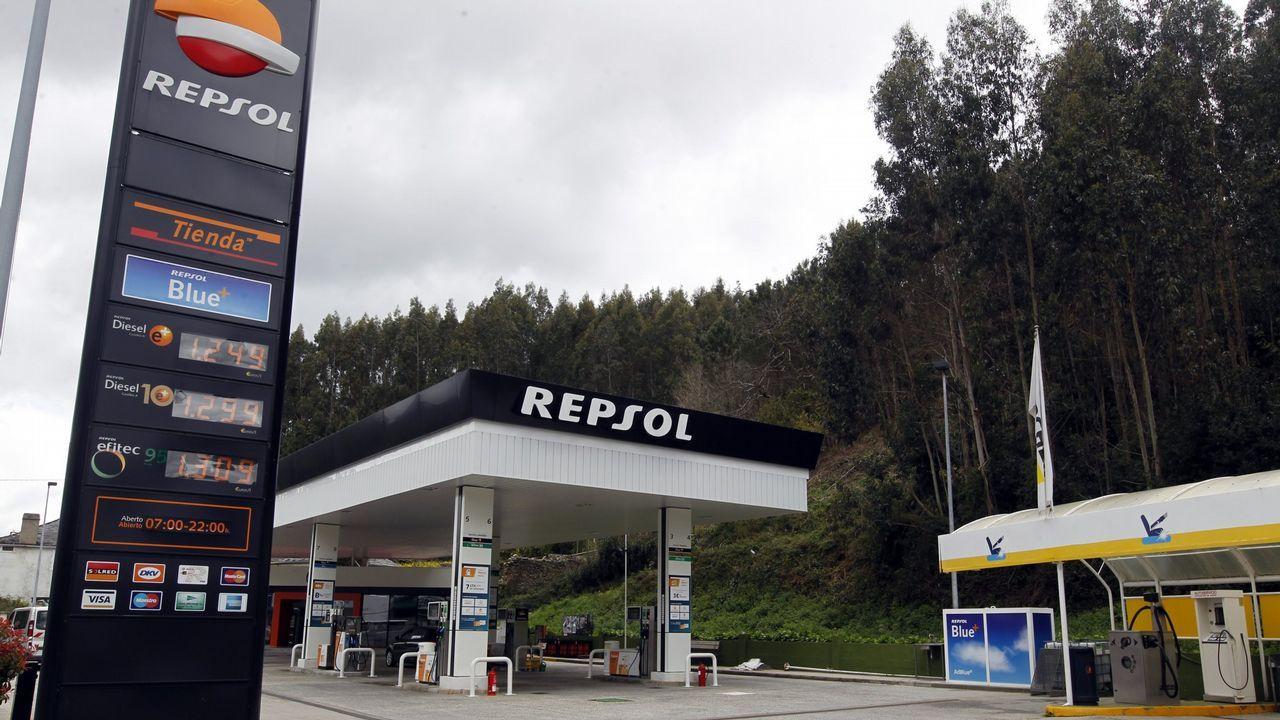 Movilización en Santiago para luchar contra el abandono del rural.Desbroce en A Freixeira