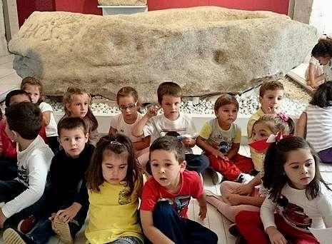 Los niños visitaron esta semana la exposición sobre Egipto que acoge el Museo de Pontevedra.