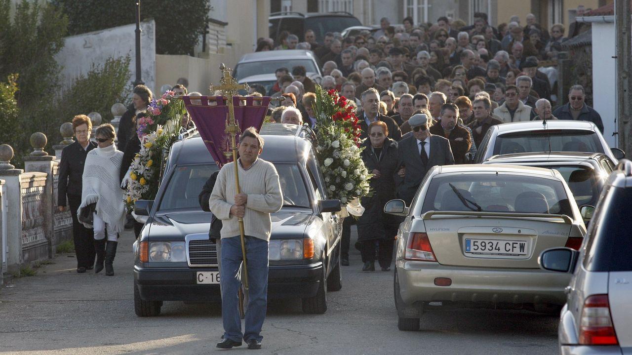 La víctima, M.F., fue enterrada en Cariño, municipio en el que había nacido y tenía familia