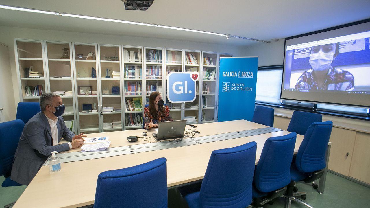 lorena.O secretario xeral de Política Lingüística, Valentín García, e a directora xeral de Xuventude, Cristina Pichel, na organización do concurso