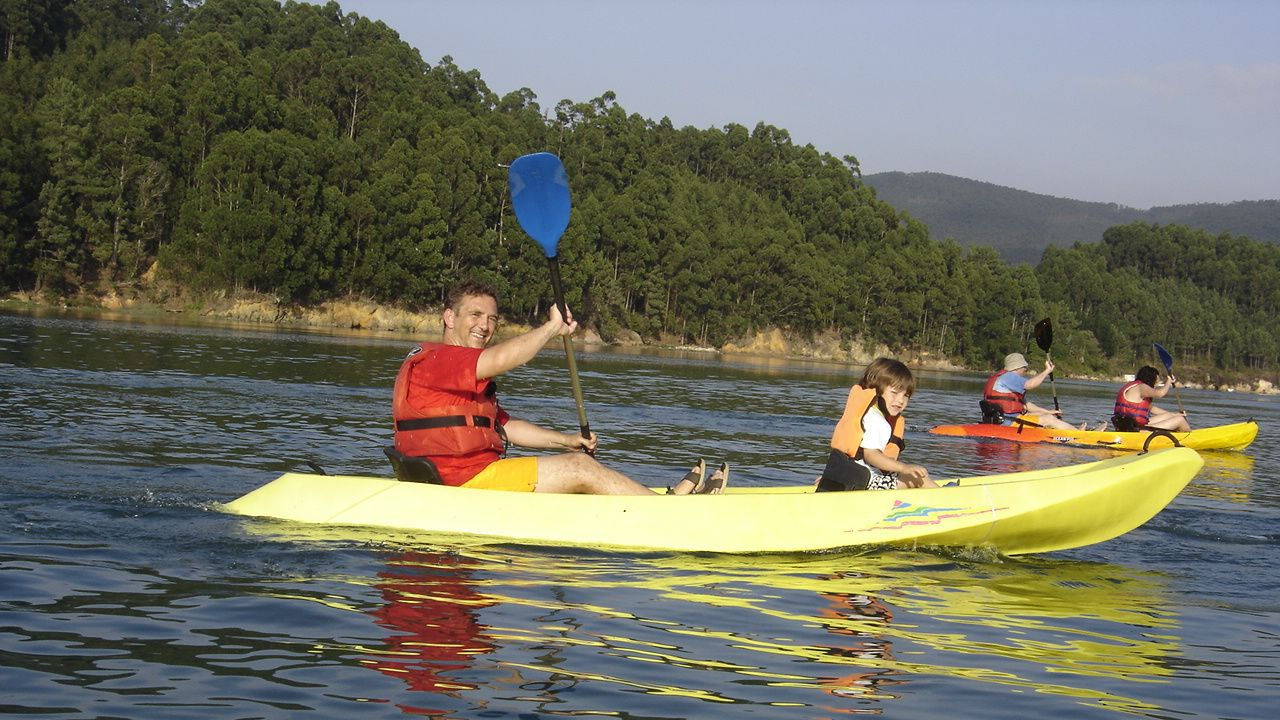 Actividad de kayak en O Vicedo en el ciclo Mércores de Natureza de otros años