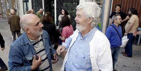 Alfonso Campos, concejal nacionalista en Sober, charla con Beiras antes de empezar el acto.