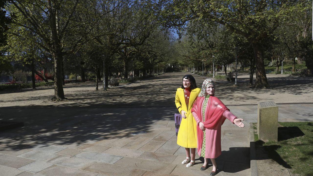 Las dos Marías, en la entrada de la Alameda (Santiago).