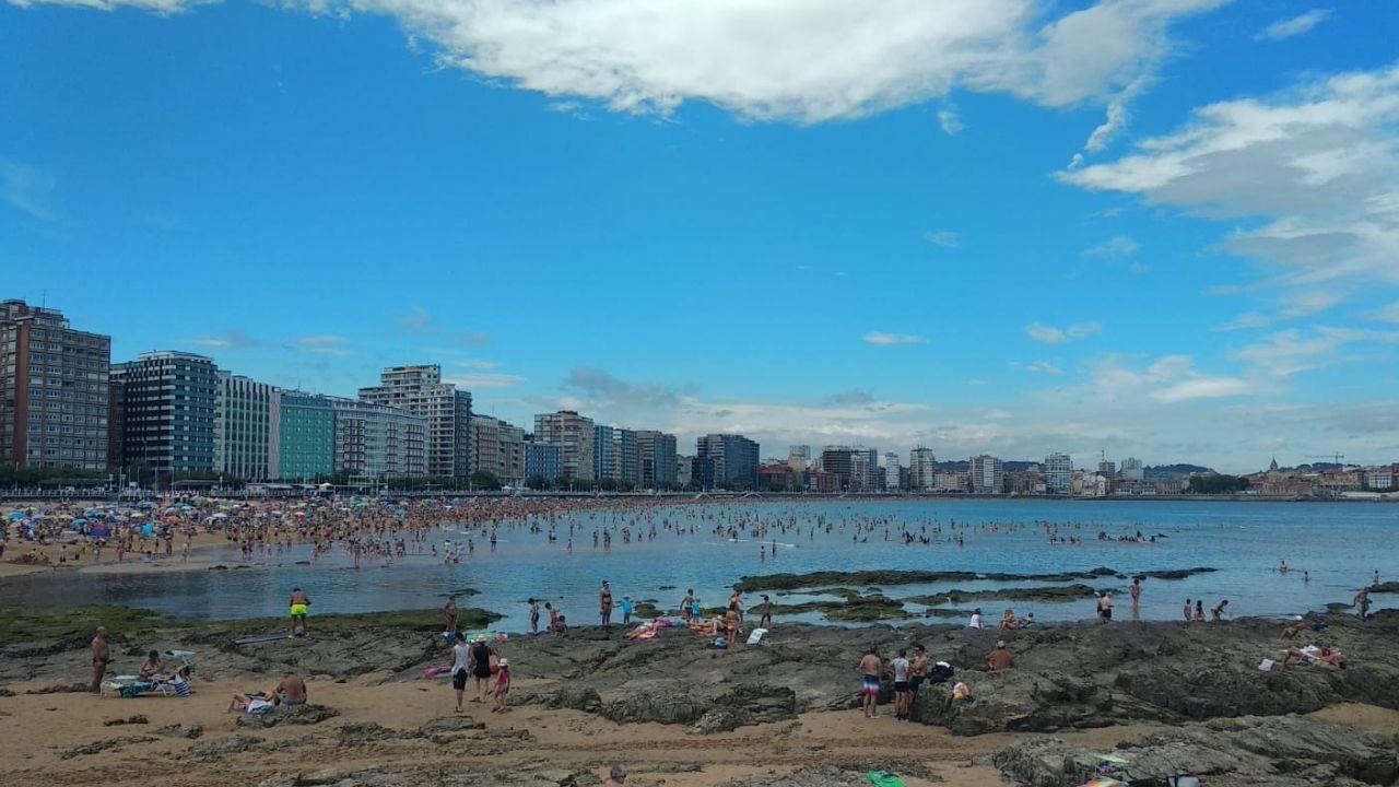 Playa de San Lorenzo, gijón.La playa de San Lorenzo, este mes de agosto
