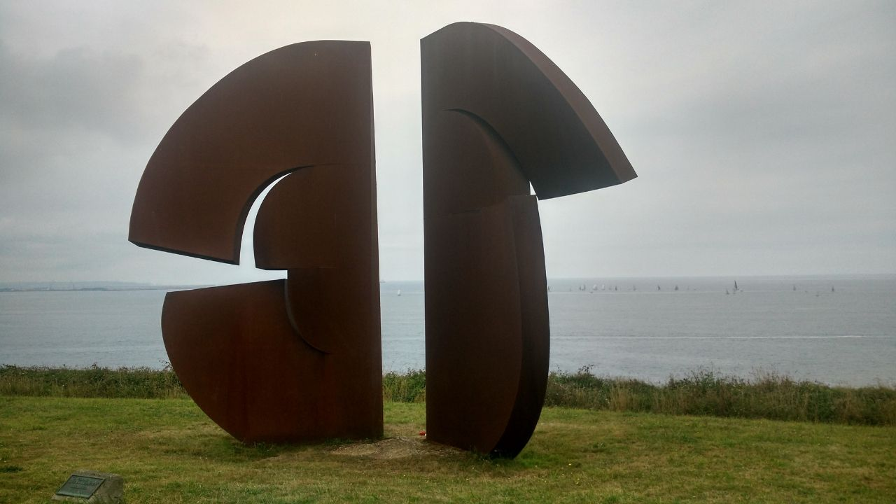 La escultura que homenajea a Galileo Galilei en el parque de La Providencia