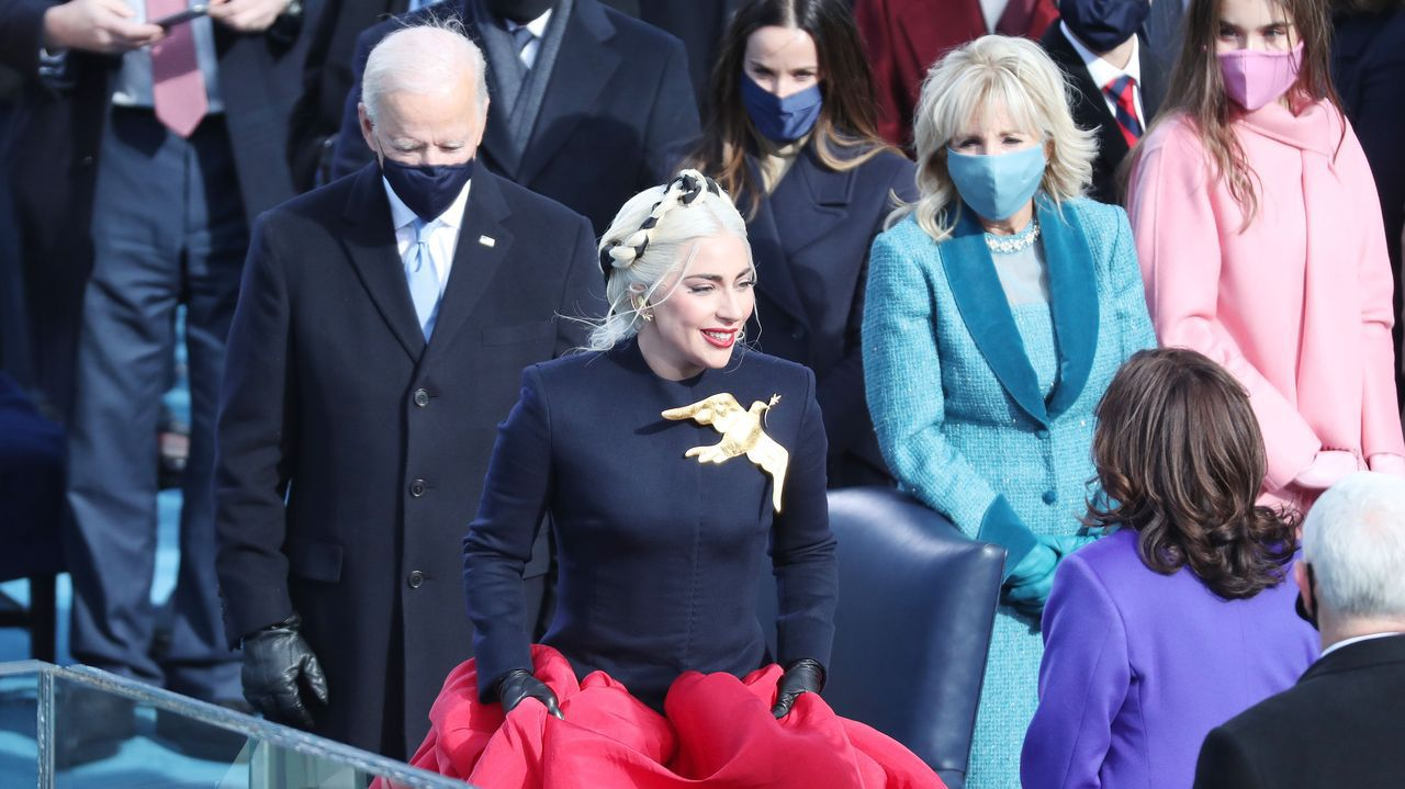 Jennifer Lopez se fotografió con soldados desplegados en Washington