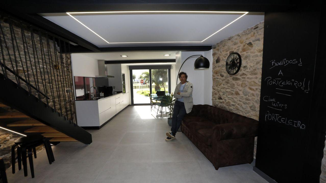 Interior de una vivienda vacacional que gestiona The Cliffs of Loiba en Celeiro, en Viveiro