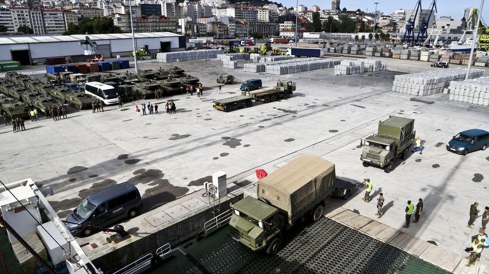 Embarcan en Vigo una veintena de tanques y cientos de toneladas de material militar destino Letonia
