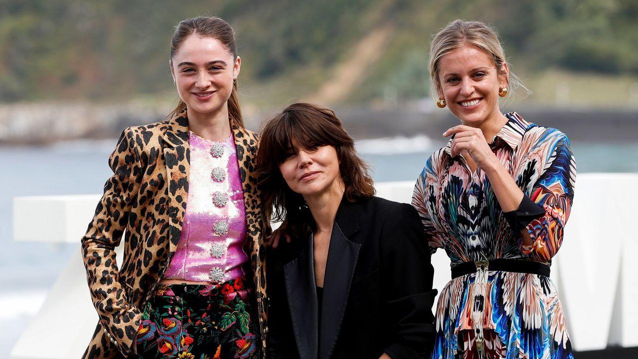 Szumowska, en el centro, con las actrices protagonistas de «The Other Lamb»