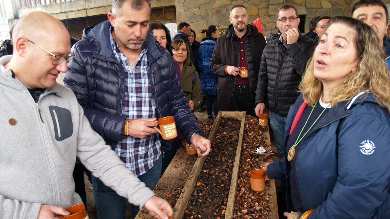 Degustación gratuita de castañas en la última edición de la fiesta gastronómica, en noviembre del 2019