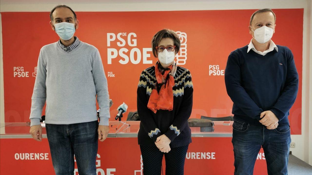 Javier Rey, Rosa Martínez y Rafael Rodríguez Villarino, en la rueda de prensa en la que el líder socialista habló sobre la situación política en Ourense