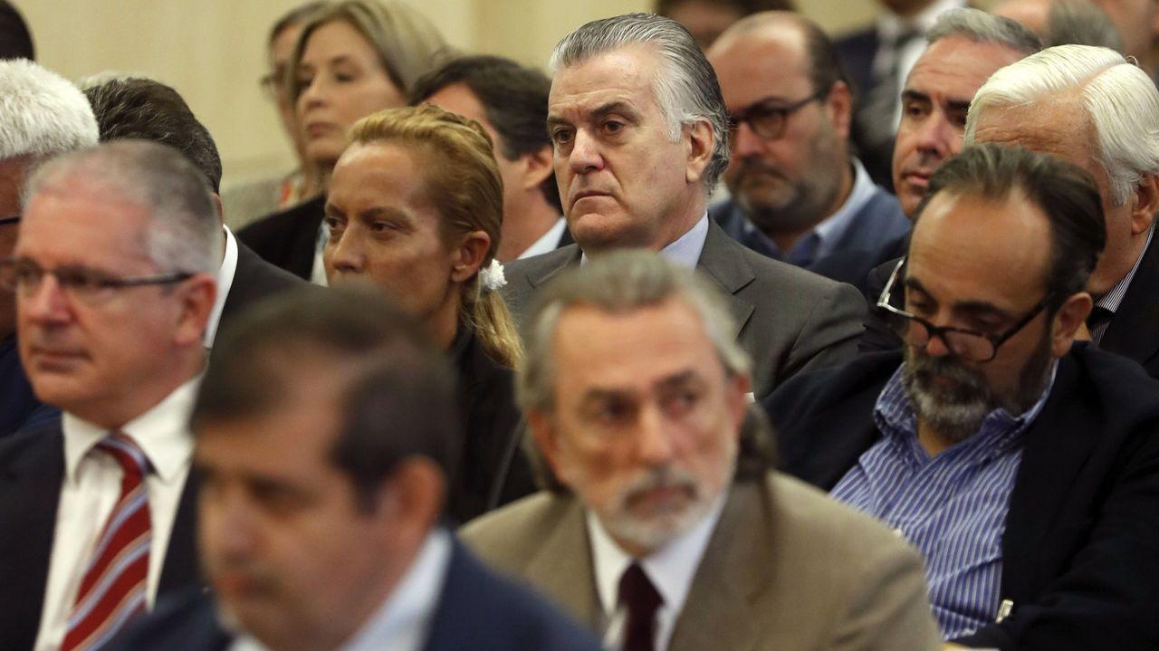 Sede del PP en la calle Génova de Madrid.Luis Bárcenas, Francisco Correa y Pablo Crespo, en el juicio del caso Gürtel, en el que los tres fueron condenados