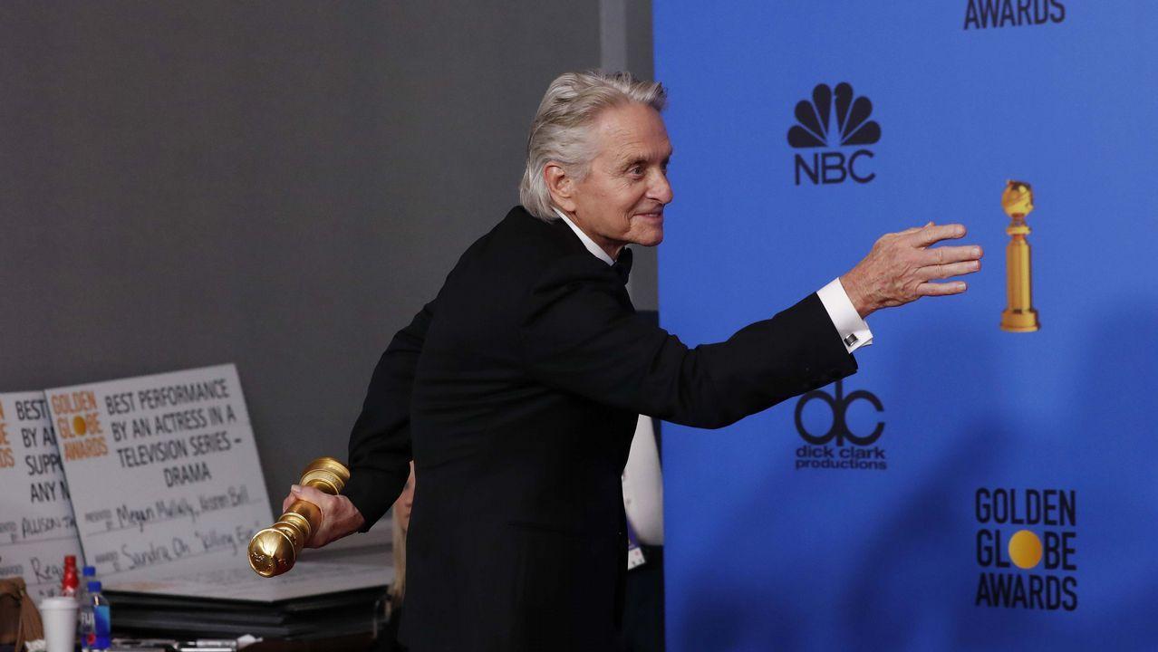 Michael Douglas posa con su Globo de Oor por el «Método Kominsky»