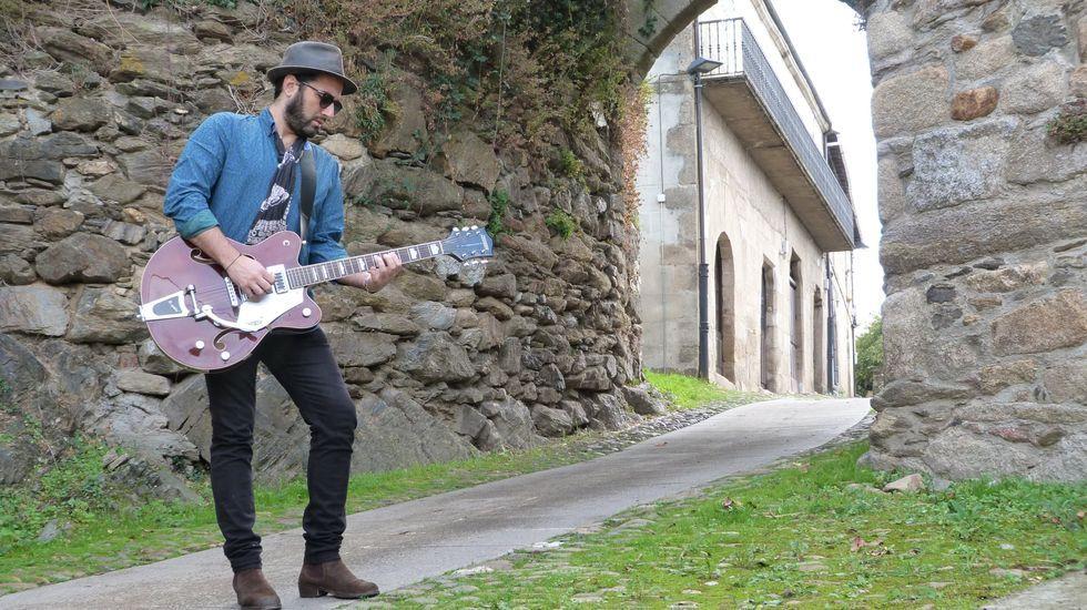 Así fue la primeranevada del otoño en el sur de Lugo.Xabier Vizcaíno, nunha imaxe promocional do seu disco  Diáspora  (2014)