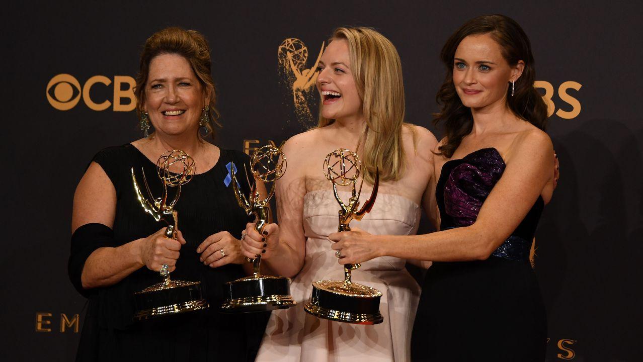 Ann Down, Elisabeth Moss y Alexis Bledel, actrices de «The Handmaid's Tale»