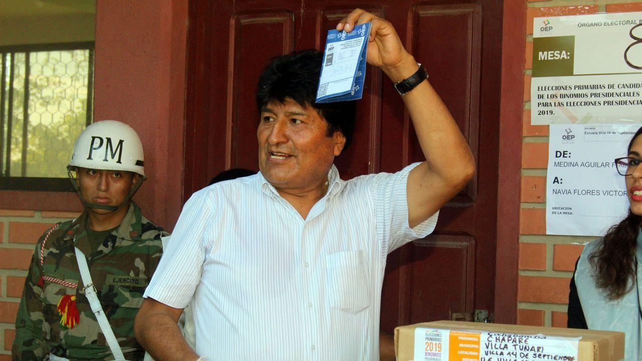 Errejón: «Cada escaño que saquemos será para el acuerdo».Evo Morales muestra su papeleta durante la votación en las primarias celebradas en enero de cara a las elecciones de octubre en el país