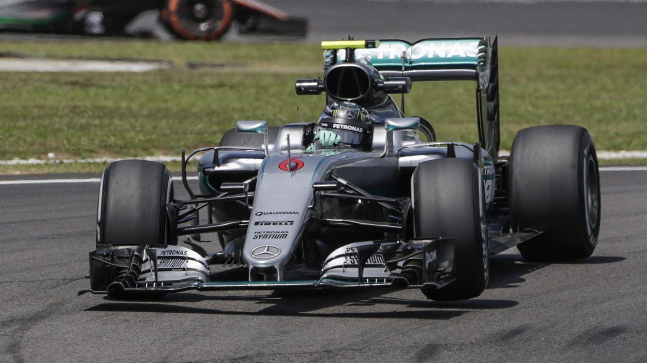 El piloto asturiano Fernando Alonso (McLaren) en el circuito de Interlagos (Brasil)