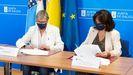 Rosa Quintana, conselleira de Mar, y Mar Pereira, directora de la Axencia para a Modernización Tecnolóxica de Galicia, firmando el convenio
