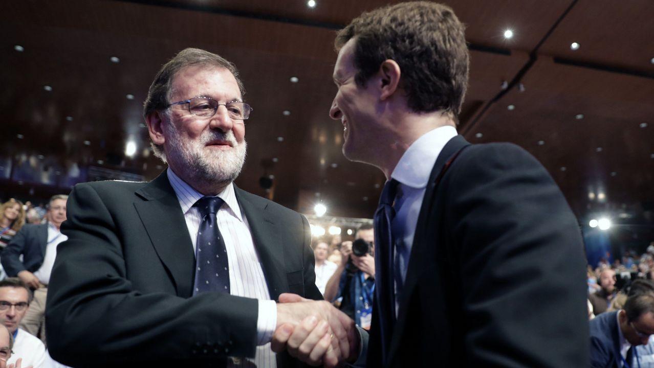Pablo Casado saludando a Mariano Rajoy el 21 de julio del 2018, día en el que fue elegido como nuevo presidente del PP