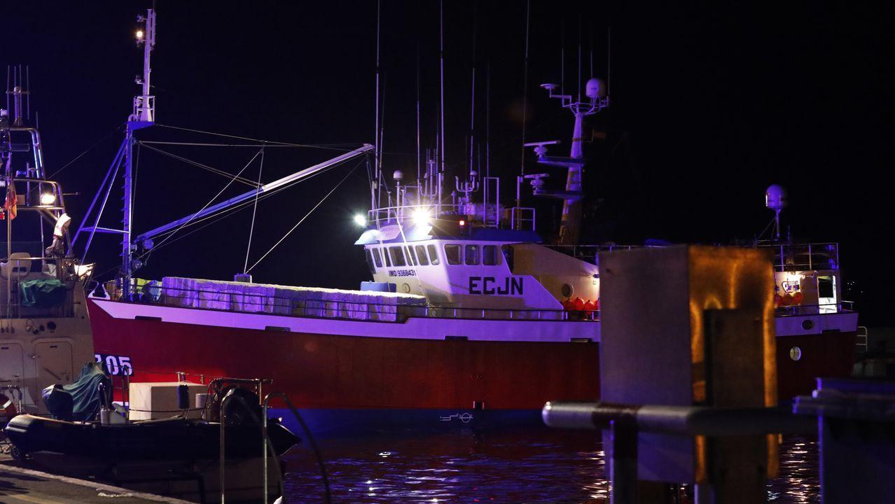 El Adviento Uno, confinado con su tripulación a bordo en el puerto de Burela, mientras en Portugal asume el realojamiento el Estado con fondos de la UE, según el capitán de pesca José Pino