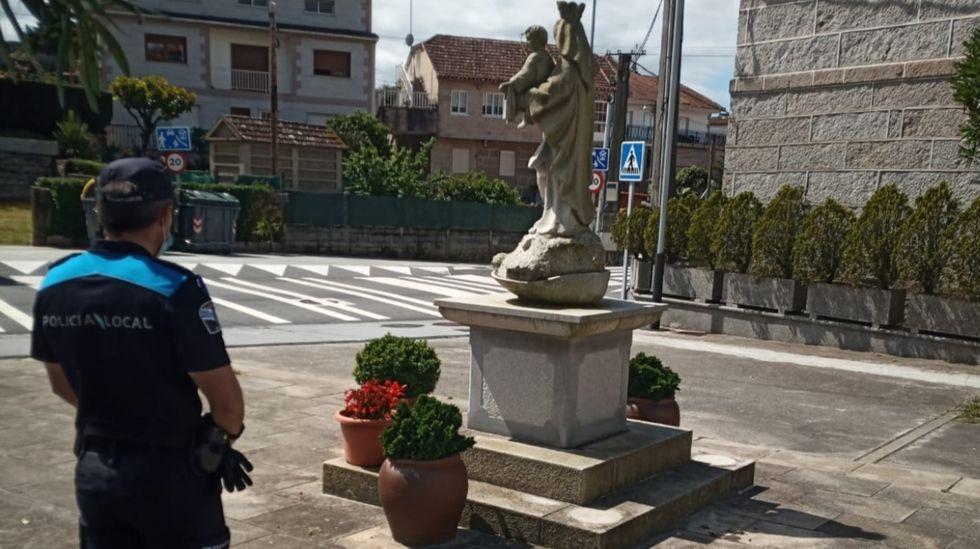 Empresas top de Pontevedra, foto a foto.Alejandro Iglesias, padre de Sonia, al lado de su mujer, Carmen, ambos portando la pancarta con el rostro de su hija