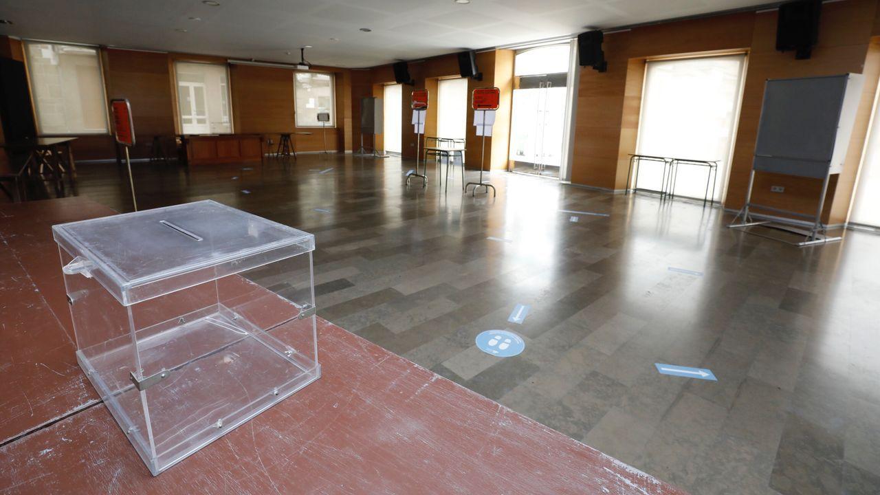 Por la pandemia, se han reubicado en la casa consistorial dos de las cinco mesas electorales que habitualmente se instalaban en el Conservatorio de Viveiro