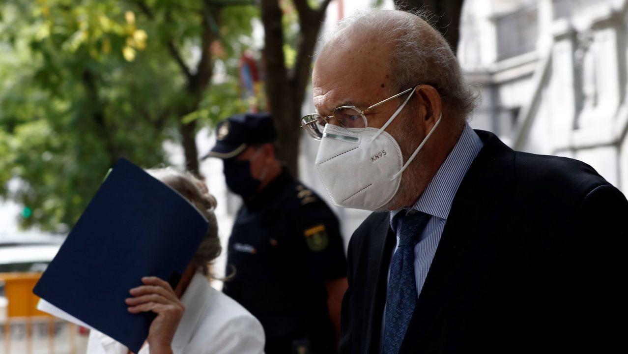 El magistrado del Tribunal Constitucional Fernando Valdés, investigado por maltrato a su mujer, fotografiado a su salida del Tribunal Supremo, el pasado uno de octubre