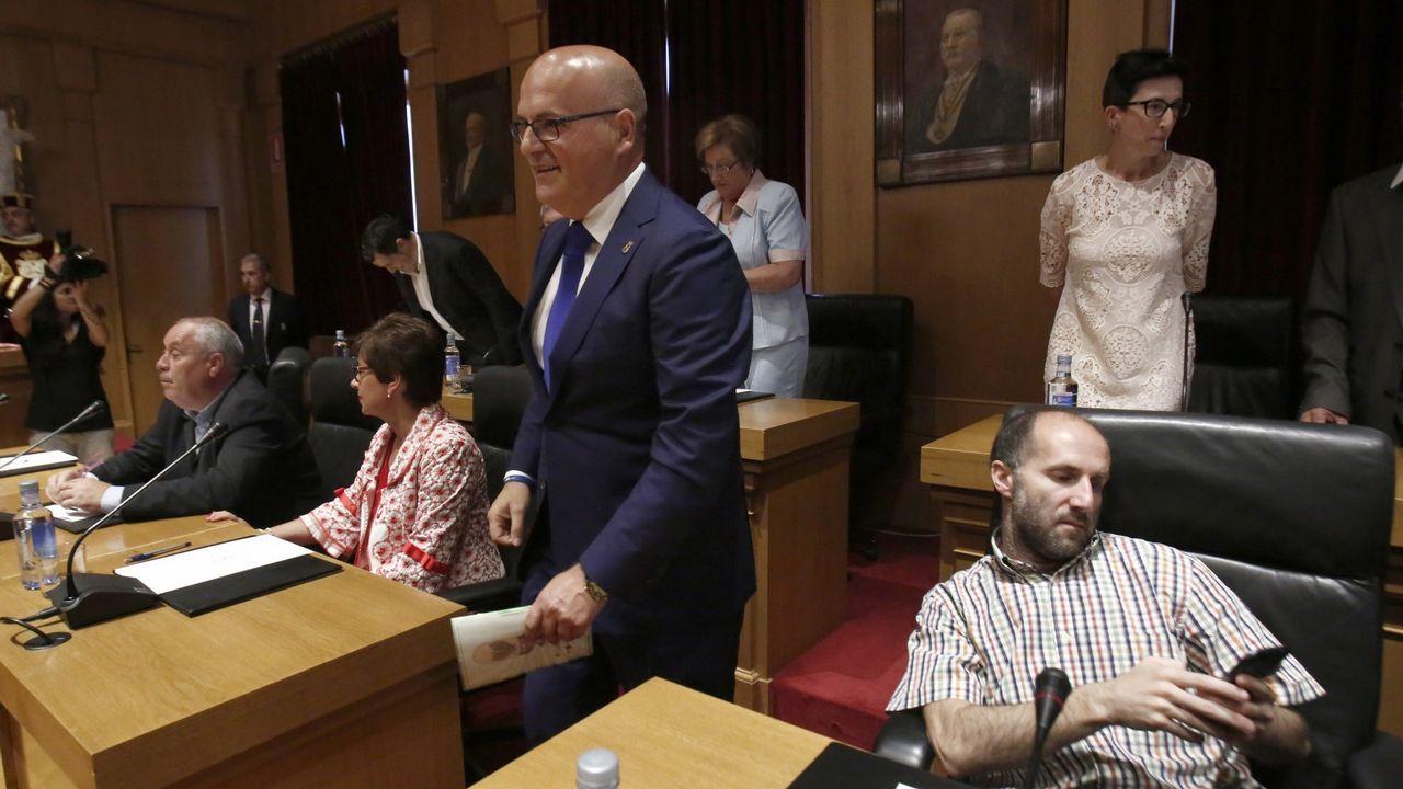 Baltar y Jácome (a la derecha, sentado), en un pleno de la Diputación de Ourense