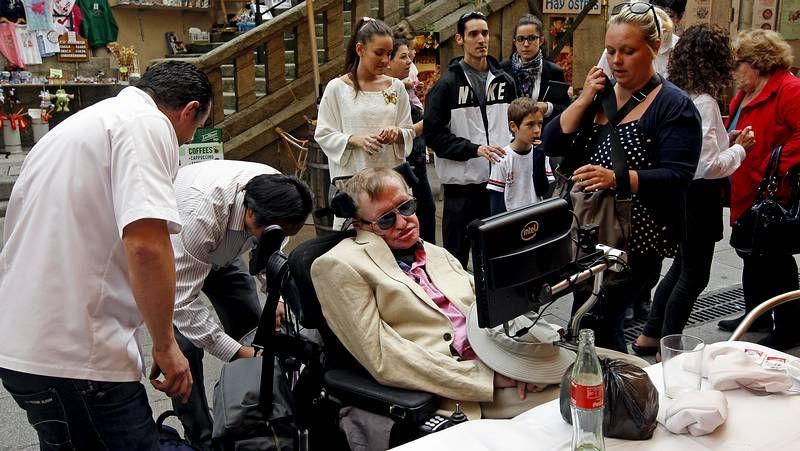 Roberto Teijido y Xosé Carrillo, recogiendo uno de los premios de la Fundación Luis Tilve.