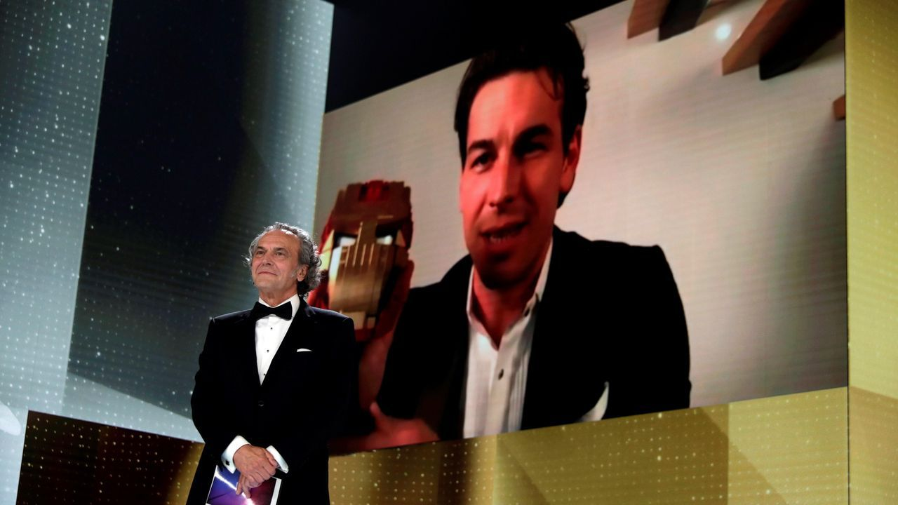 La alfombra roja de los Premios Goya.Sus mensajes por el 8M. Las citas de la escritora coruñesa, y pionera feminista, salpican desde hace unos días distintos pasos de cebra de la ciudad, como este, en la plaza de Mina