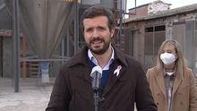 El líder del PP, Pablo Casado, y la candidata a las elecciones catalanas por Lérida, Marisa Xandri, este jueves en un acto en Castellnou de Seaba (Lérida)