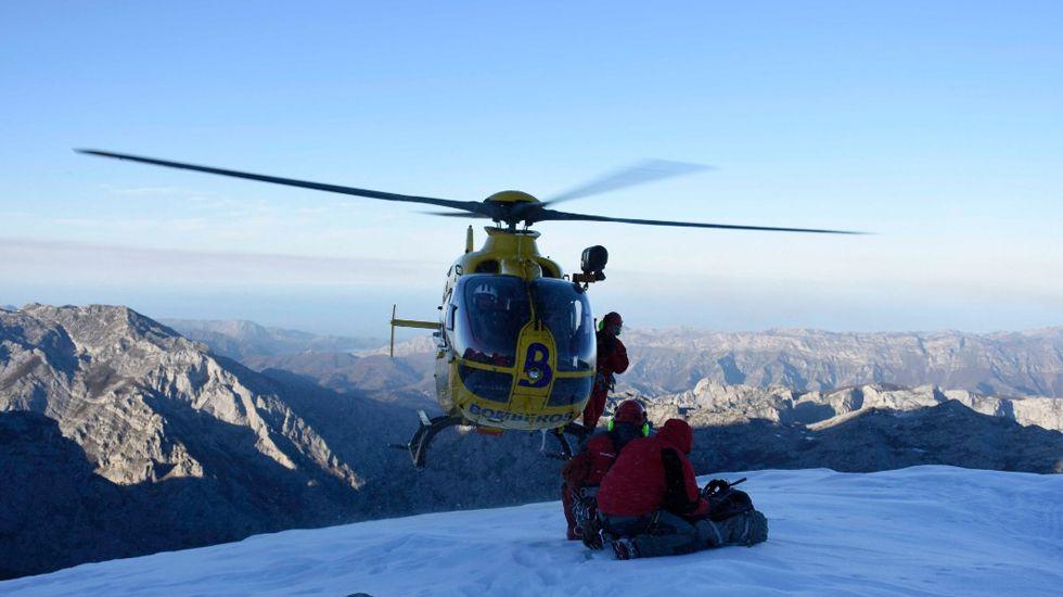 Un rescate del helicóptero medicalizado en el Urriellu