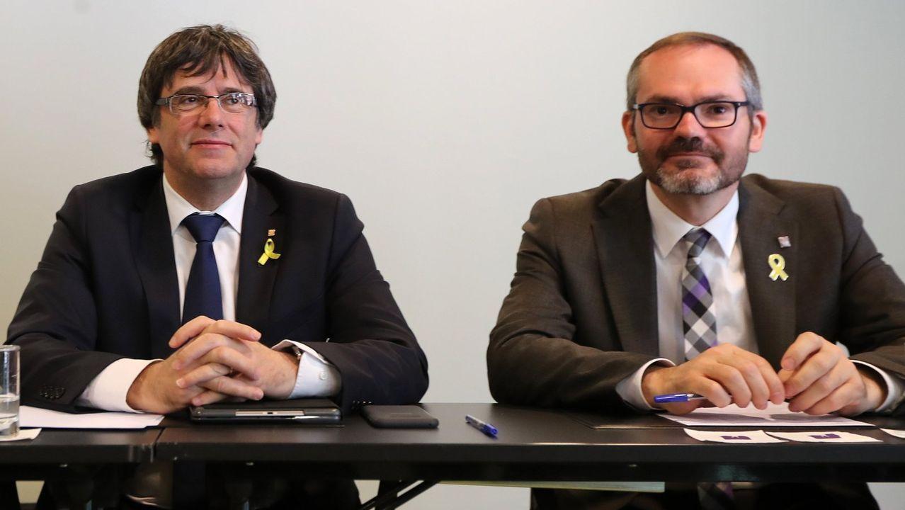 Carles Puigdemont y su asesor y vicepresidente primero del Parlamento catalán, Josep Costa