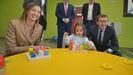 La conselleira Fabiola García y el presidente de la Xunta Núñez Feijoo en  una visita a una escuela infantil