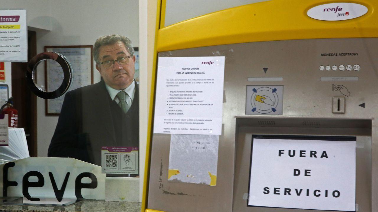 En estaciones como la de Viveiro la máquina de autoventa no funcionaba y el personal del ADIF no podía atender a los usuarios