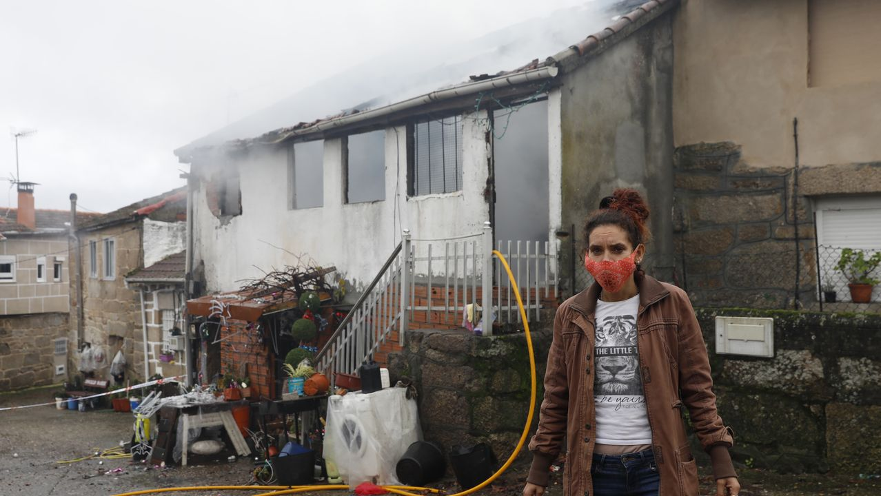 Pierde su casa en un incendio en Maside.Administracion de lotería de Urzaiz, 167, que repartio parte de un quinto