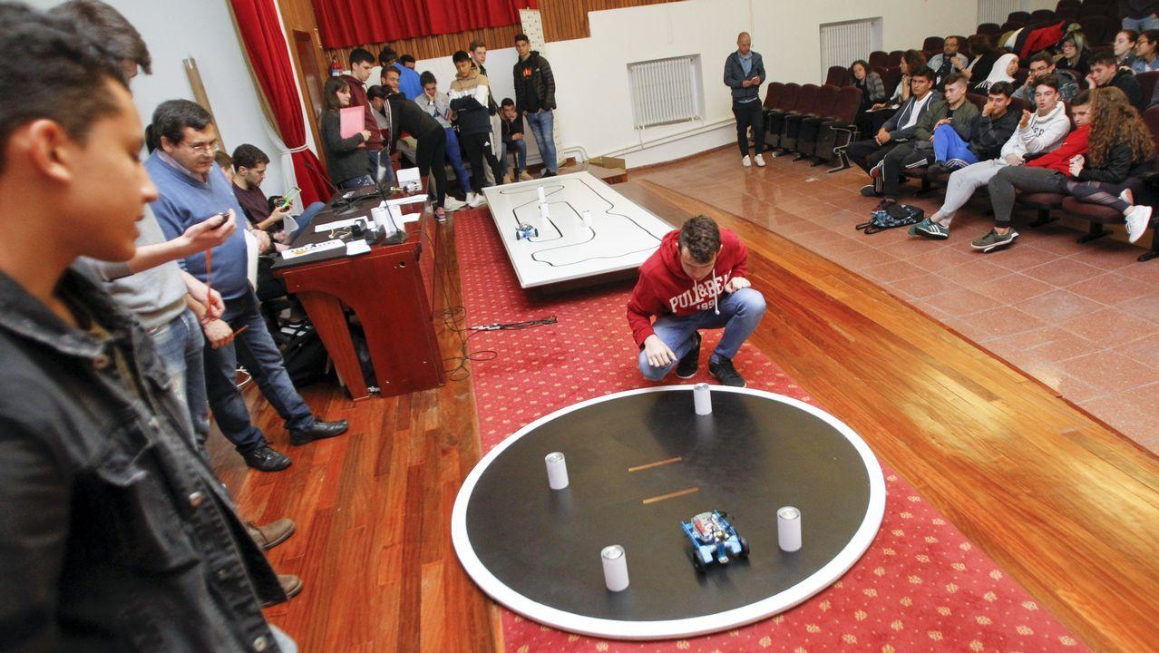 Combates de robots en Serantes.Pablo Casado, poco antes de que se iniciara el debate de Atresmedia