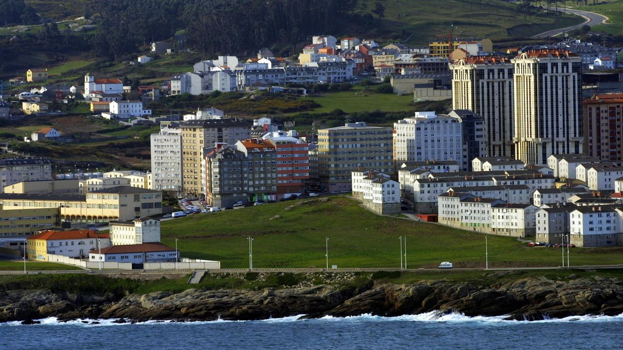 Paseo reivindicativo en As Percebeiras.La alcaldesa de A Coruña, Inés Rey, estará en la mesa inaugural para hablar de ciudades del futuro