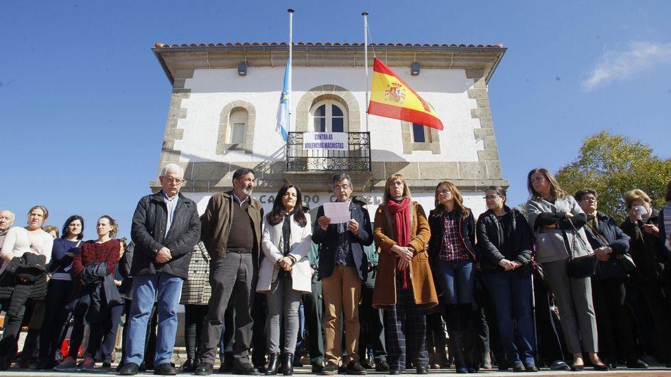 Recorrido en imágenes por el Camiño da Empardeada.Concentración frente al Ayuntamiento de Sober el pasado mes de marzo contra el asesinato en Madrid de una mujer oriunda de este municipio